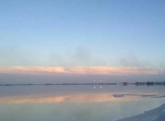 这份广阔却让人流连忘返,察尔汗盐湖的魅力可能就在于这份自然吧